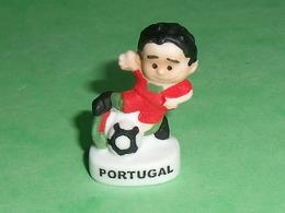 "Fèves / Sports : Foot , Portugal "" Mat ""       T13 - Sports"