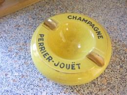 Rare Cendrier Champagne Perrier Jouet,no Bouteille - Asbakken