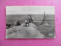 CPA 85 NOIRMOUTIER PASSAGE DU GOIS PRIS DE L'ILE VOITURES ANCIENNES - Noirmoutier