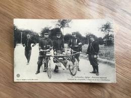 Carte Postale Brancard Improvisé Bataillon De Chasseurs Cyclistes - 1914-18