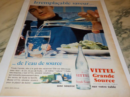 ANCIENNE PUBLICITE IRREMPLACABLE SAVEUR EAU VITTEL  1959 - Posters