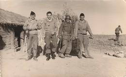 Très Rare Photo Format Carte Militaires Français Dan Le Djebel Guerre D'Algérie - 1939-45