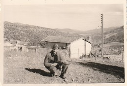 Très Rare Photo  Militaire Français Dans Le Djebel Guerre D'Algérie Avec PM Mat 49 - 1939-45