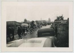 WW2 . WWII . Guerre De 1939-45 . Exode De 1940 . Habitants Fuyant Noyon . Soldats Allemands . - Krieg, Militär