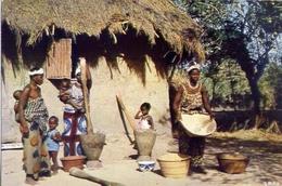 L'afrique En Couleurs - Scene Villageoise - Formato Grande Viaggiata – E 7 - Cartoline