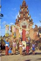 Wanita Bali Dengan Sesajennya - Indomesia - Formato Grande Viaggiata – E 7 - Cartoline