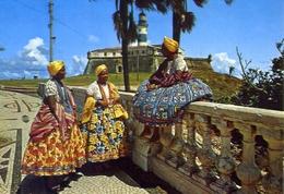 Salvador - Bahia Brasil - Grupo Em Trojes Tipicos - Farol Da Barra - Formato Grande Non Viaggiata – E 7 - Cartoline