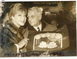 """- Photo De Presse - Original - Line RENAUD, Retour De Las Vegas, Henri VARNA, Revue  """" Désir """", 11- 12- 1965, BE, Scans. - Célébrités"""