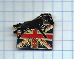 Pin's Pins /  THEME ANIMAUX -  CHEVAL NOIR  DRAPEAU ANGLETERRE ENGLAND UNION JACK CHEVAL GOOD MORNING ( Dos TOSCA ) - Animales
