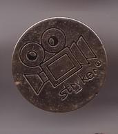 Pin's Stryker Caméra Réf 1134 - Pin's