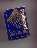Pin's  Polaroid  Polacolor Pro 100 New Colors Réf 1164 - Photographie