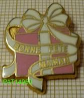 BONNE FETE MAMAN Paquet Cadeau Rose Avec Ruban Blanc En Qualité ARTHUS - Badges