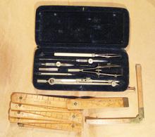 Boite Compas, Mètre Pliant Et Double Décimètre Anciens - Autres Collections