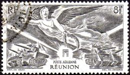 Réunion Obl. N° PA 35 - Anniversaire De La Victoire - Poste Aérienne