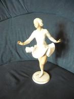 Schlittschuhläuferin  (515) - Porzellan & Keramik