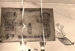"""Photo Originale Caricature DDLO Contre DDKB : """" Les Voyageurs Ne Veulent Pas être Heureux """" FSK Düsseldorf 1958 Aéroport - Objects"""