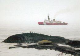 "1 AK Antarctica / Antarktis * US Coast Guard Icebreaker ""Polar Star"" Breaks Its Way Past Hut Point Near McMurdo Station - Ansichtskarten"