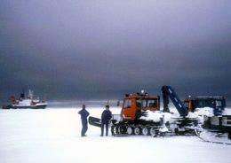 "1 AK Antarctica Antarktis * Polar Vehicles And The German Icebreaker ""Polarstern"" At Atka Bay * - Ansichtskarten"