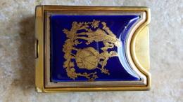 """Briquet Ambassade VB Paris - Porcelaine Limoges Bleu """"fragonard"""" & Métal Doré  - Vers 1950 France - Altri"""