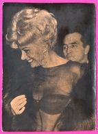 Photo - Actrice Italienne Sandra Milo En Fourrure Et Peu Vêtue - 14,8 X 10,8 Cm - Célébrités