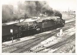 Grande Photo - Train De Marchandises - 2  Locomotives  En Tête - Trains