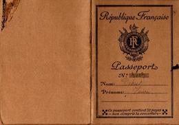 Passeport N°3403 à L'étranger 20 Francs établi à Bayonne En 1932 Pour Monsieur Debus Henri Né à Meulan En 1871 - Documents Historiques