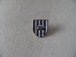 Pin's Militaria CSL Gendarmerie LIMOUX Gendarme Club De Sports Et Loisirs Association Sportive Et Culturelle - Army