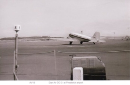 Dan Air Douglas DC 3 Dakota At Glasgow Prestwick Airport 1960s - 1946-....: Moderne