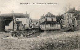 CPA - SERRIGNY (89) - Aspect Du Lavoir-Abreuvoir Au Début De La Grande-Rue Au Début Du Siècle - Francia