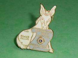 Pin's / Associations  : Lions Club , Canadian Mule Capital , Mule , Chevaux ( 4 X 3 Cm ) TB1CC - Verenigingen