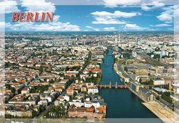 1 AK Germany * Blick Auf Berlin - Im Vordergrund Die Oberbaumbrücke - Luftbildansicht * - Mitte