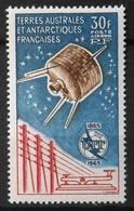 TAAF 1965 Poste Aérienne - Le N° 9 - Timbre NEUF* Petite Trace De Charnière - Poste Aérienne