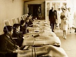 Large REAL Photo / ROYALTY / Belgique / België / Reine Fabiola / Koningin Fabiola / 1965 / Wavre / Waver - Célébrités