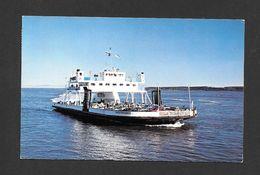 BATEAUX - TRAVERSIER - FERRIES - M/V TROIS-RIVIÈRES DESSERVANT L' ISLE AUX COUDRES DEPUIS ST JOSEPH DE LA RIVE - Ferries