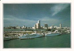 Etats Unis Vue Du Port De Miami (2 Scans) - Miami