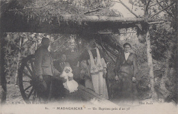 Madagascar - Religion Guerre Militaria - Canon - Baptême - Madagascar