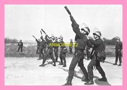PHOTO  POLICE NATIONALE COMPAGNIE REPLUBICAINE DE SECURITE N°2 Crs A L Entrainement  De Lancement De Lacrimogene - Métiers