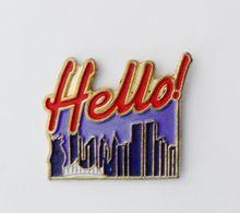 Pin's Hello - 16A19 - Autres