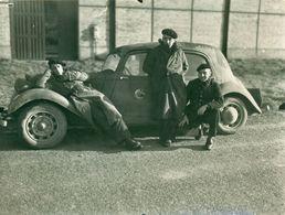 Photo Originale Alsace 1939 - Militaires D'une Section Photo Air ( SPA 42/121) Devant Traction Avant. - 1939-45