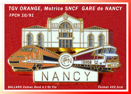 SUPER PIN'S TGV ORANGE, MOTRICE SNCF : GARE De NANCY (Est) Signé BALLARD, Zamac Doré à L'Or Fin, 4X2,5cm - TGV