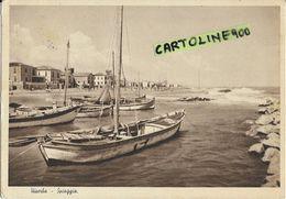 Emilia Romagna-rimini-viserba Spiaggia Anni 40 Veduta Barche A Riva Scogli Panoramica Lungomare Viserba Animata - Autres Villes