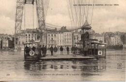 44 Les Inondations De NANTES (février 1904) La Loire Au Niveau Du Plancher De La Nacelle Du Transporteur - Nantes
