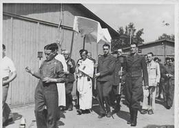 Photo Originale Stalag XIII A. Chapelle Notre Dame De Lagerville. Messe Et Procession. - Guerre, Militaire