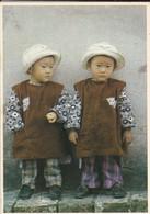 LES ENFANTS DU MONDE ENTIER-photo  KEVIN KLING--les Jumelles-( Fillettes D'asie )--voir 2 Scans - Portraits