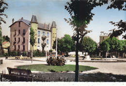MONTROND LES BAINS  :CPSM.P.F. ANNEES 50..PLACE DE LA REPUBLIQUE .N.CIRCULEE.T.B.ETAT.PETIT PRIX.COMPAREZ!!! - France