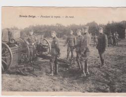 Armée Belge Pendant Le Repos. In Rust - Casernes