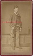 CDV Jeune Homme Avec Un Curieux Baton-photo Alexandre Mustière Entre Passage Vivienne Et Colbert-Paris - Alte (vor 1900)