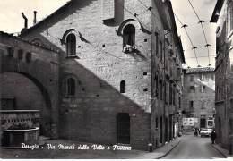 ITALIA Italie ( Umbria ) PERUGIA : Via Maesta Delle Volte E Fontana - CPSM GF Dentelée - Italy Italien Italië - Perugia