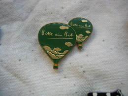 Pin's 2 Mongolfieres De Couleur Verte, Bisse Ein Bit (mordre Un Peu) - Airships
