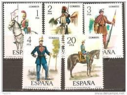 ESPAÑA 1977 - UNIFORMES MILITARES - EDIFIL Nº 2381-2385 - Yvert 2027-2031 - Textiles